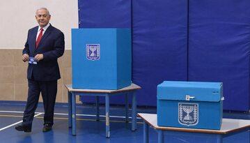 Benjamin Netanjahu podczas głosowania