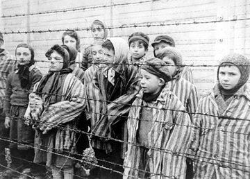 Bliźnięta, które utrzymywano przy życiu, by potem swoje eksperymenty mógł przeprowadzać na nich Mengele