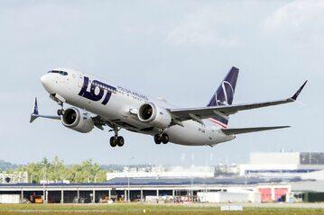 Boeing 737 MAX 8 w barwach PLL LOT