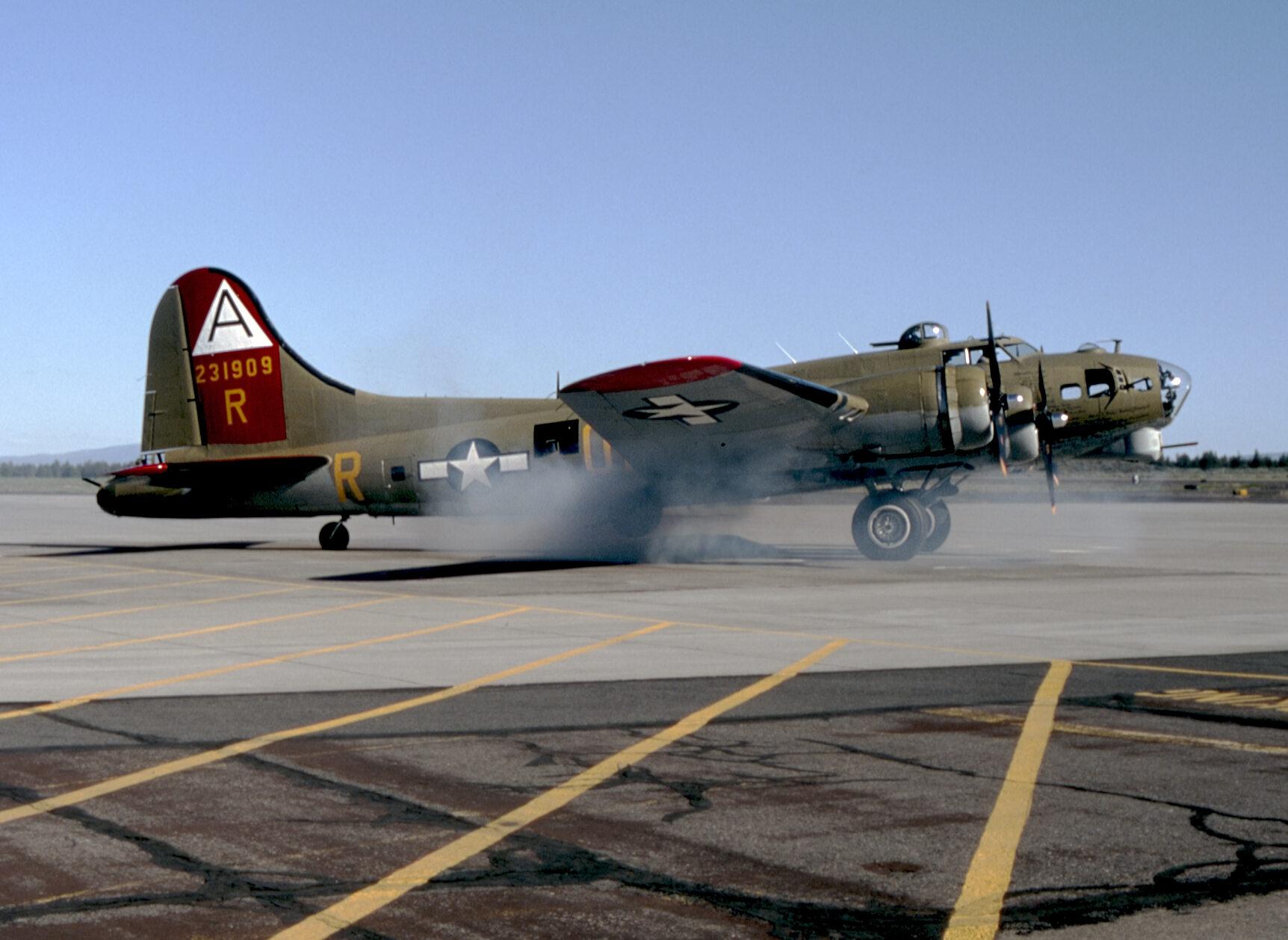 """Boeing B-17G Latająca Forteca """"Nine-O-Nine"""""""