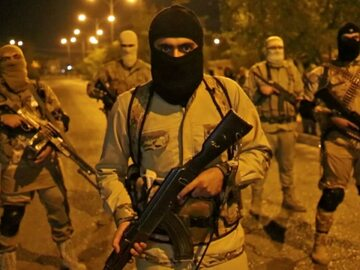 Bojownicy Państwa Islamskiego w Mosulu