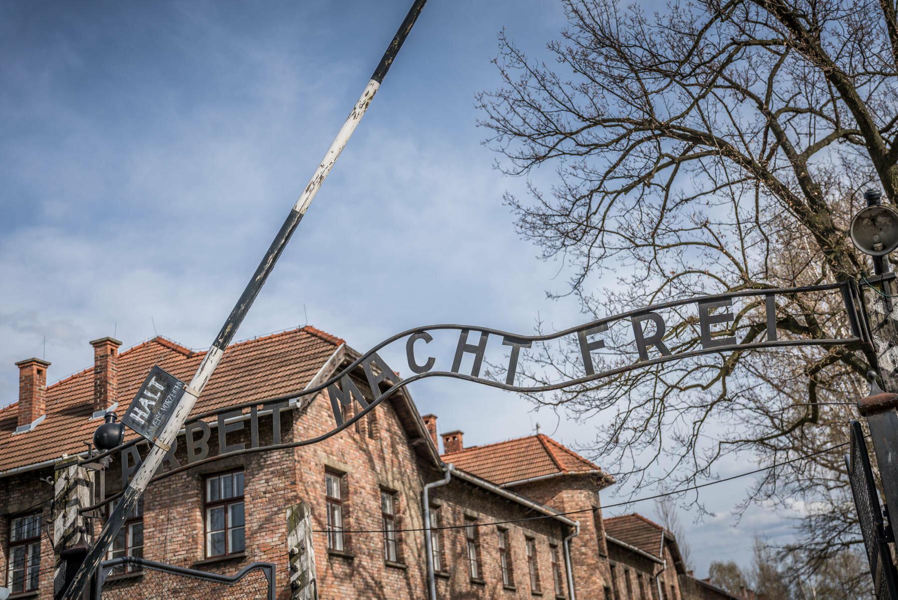 Brama obozu w Oświęcimiu