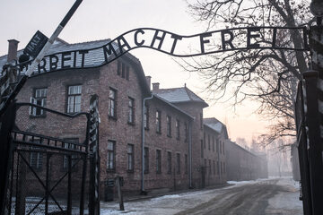 Brama w muzeum w Auschwitz