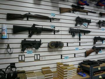 Broń automatyczna dostępna w amerykańskim sklepie
