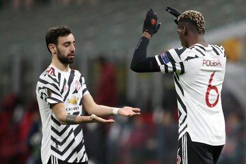 Bruno Fernandes i Paul Pogba z Manchesteru United