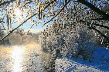 Brzeg rzeki zimą