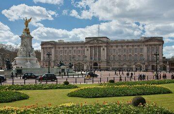 Buckingham Palace, ficjalna londyńska rezydencja brytyjskich monarchów.