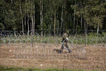 Budowa ogrodzenia na polsko-białoruskiej granicy
