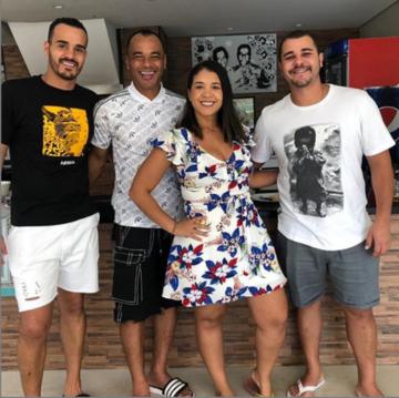 Cafu z drugim synem, żoną oraz Danilo Feliciano de Moraes (pierwszy od prawej)