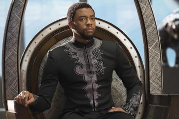 "Chadwick Boseman w filmie ""Czarna pantera"""