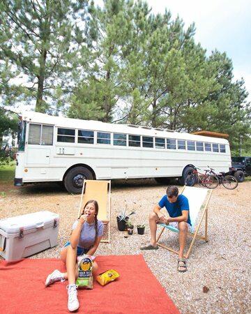 Chase Green i Mariajose Trejo pokazali, jak żyją w autobusie
