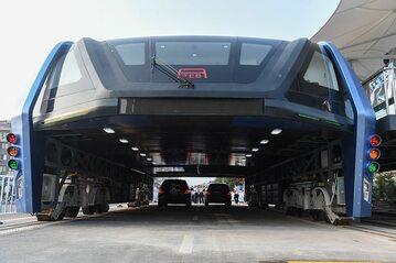 Chiński autobus, który miał rozładować korki