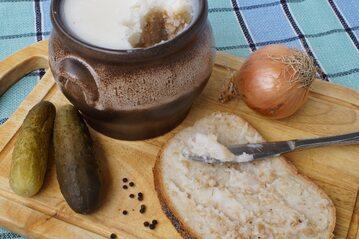 Chleb ze smalcem