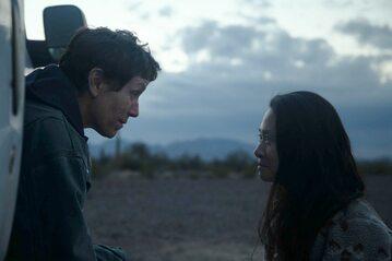 "Chloé Zhao (z prawej) i Frances McDormand na planie filmu ""Nomadland"""