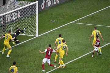 Christoph Baumgartner strzelający pierwszego gola Ukrainie