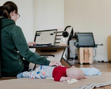 Ciągle pokutuje przekonanie, że problem opieki nad dziećmi to problem pracujących matek
