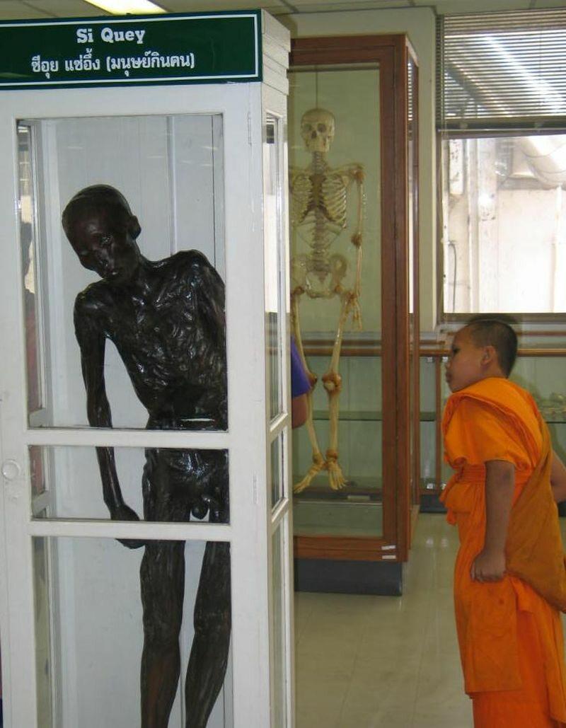 Ciało Si Queya w muzeum