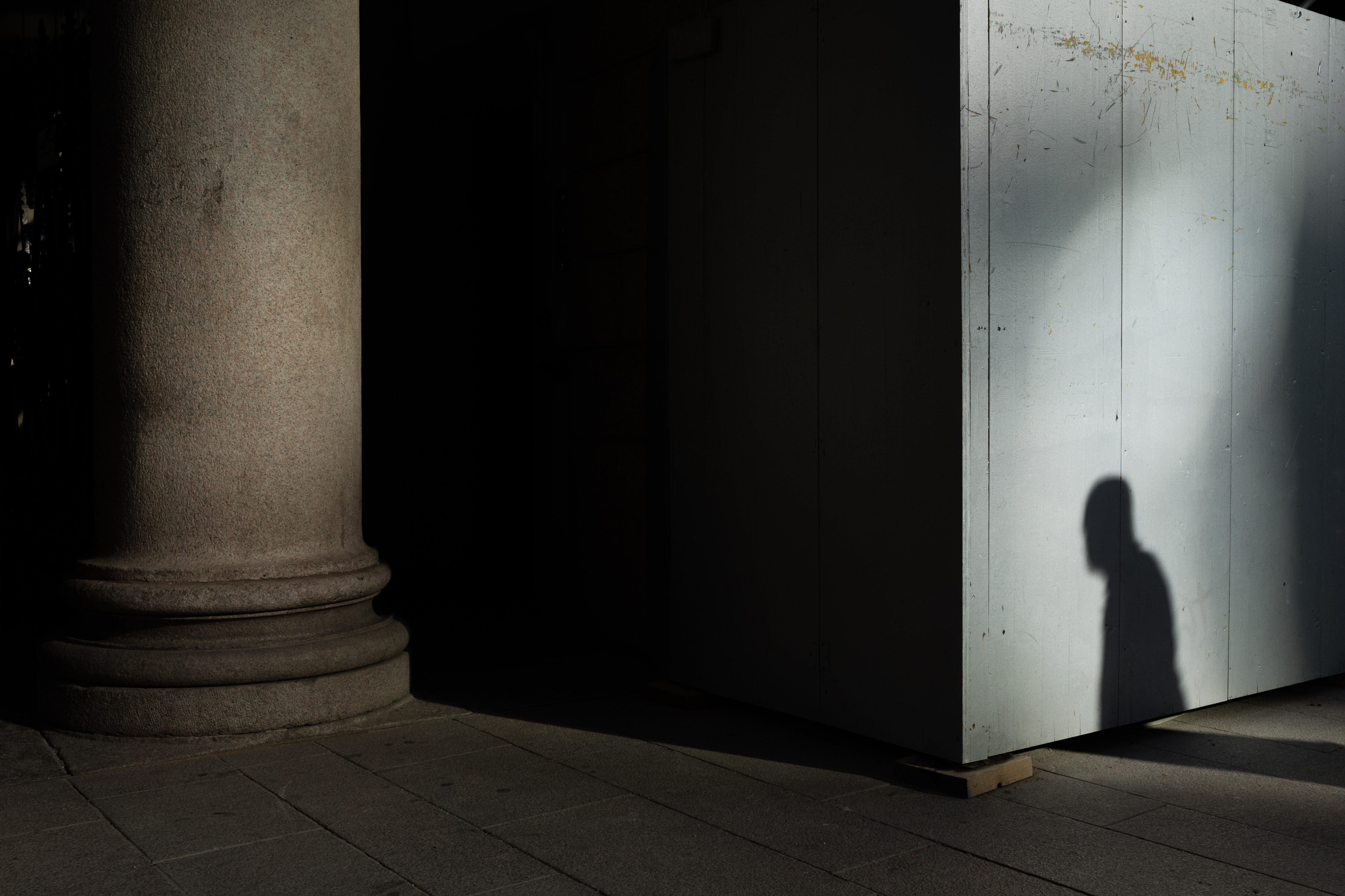 Cień mężczyzny, zdjęcie ilustracyjne