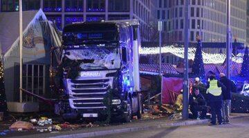 Ciężarówka, która wjechała w jarmark świąteczny w Berlinie