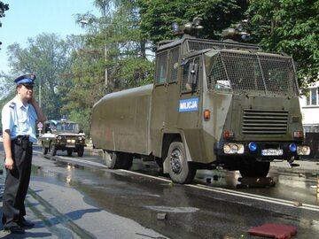 Ciężki sprzęt milicyjny. Inscenizacja protestów radomskich w 2006 roku
