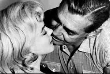 "Clark Gable i Marilyn Monroe w filmie ""Skłóceni z życiem"""