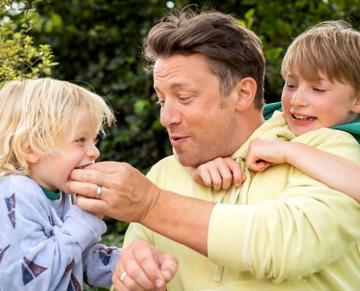 Co Jamie Oliver najczęściej jada na śniadanie ze swoją liczną rodziną?
