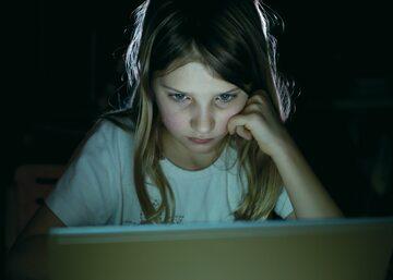 Coraz więcej dzieci ma kontakt z internetową pornografią - zdjęcie ilustracyjne