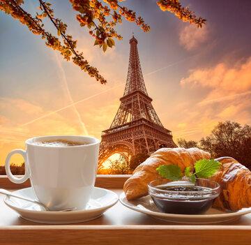 Croissant oraz kawa
