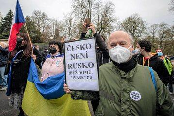 Czechy. Protest pod ambasadą Rosji w Pradze