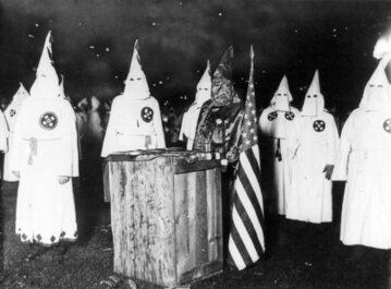 Członkowie Ku-Klux-Klanu
