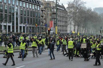 """Członkowie ruchu """"żółtych kamizelek"""""""