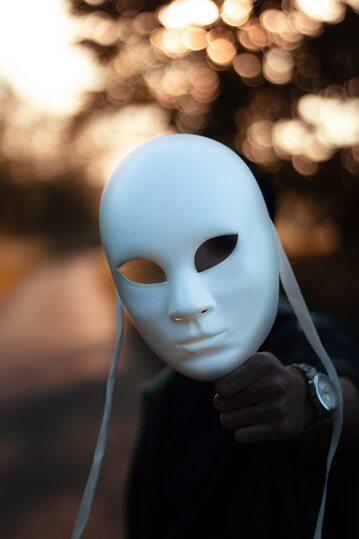 Człowiek z maską
