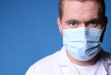 Czy szczepionki przeciwko COVID-19 są eksperymentem medycznym? Lekarz wyjaśnia