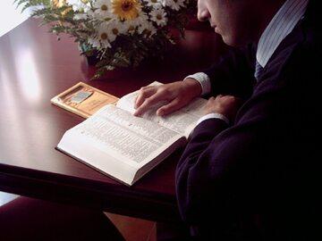 Czytanie Pisma Świętego, zdjęcie ilustracyjne