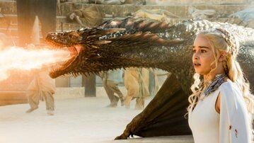 Daenerys (Emilia Clark) i smok