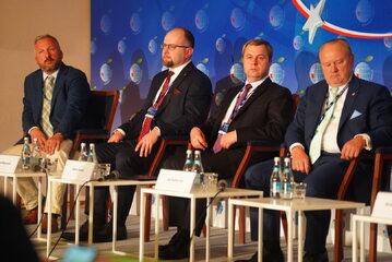 """Debata pt. """"Europa Środkowo-Wschodnia wobec szans i wyzwań transformacji energetycznej"""""""