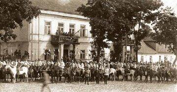 Defilada polskiej kawalerii w Sejnach
