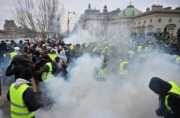 """Demonstracja """"żółtych kamizelek"""" w Paryżu"""