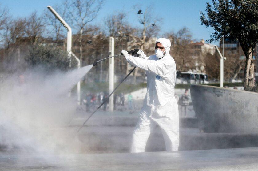 Dezynfekcja ulic w Stambule