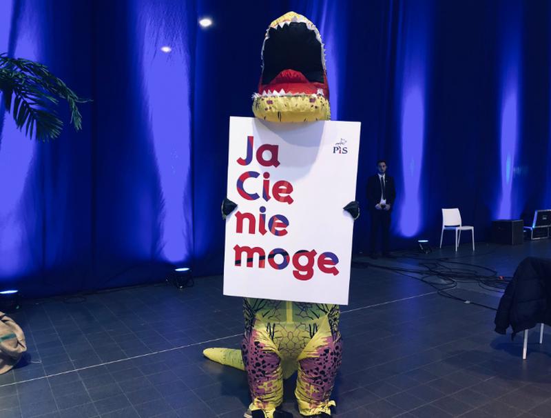 Dinozaur na konwencji PiS