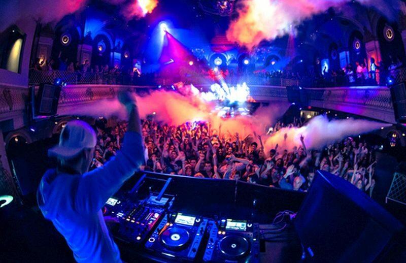 DJ, impreza, klub (zdj. ilustracyjne)