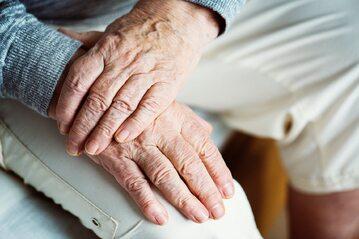 Dłonie staruszka