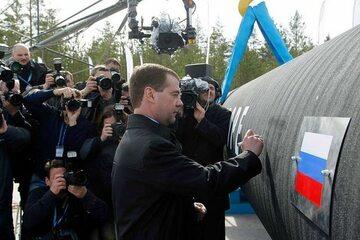 Dmitrij Miedwiediew przy gazociągu Nord Stream