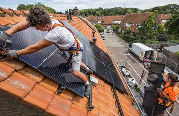 Do 2050 r. kraje Unii Europejskiej mają czerpać z odnawialnych źródeł 80 proc. energii