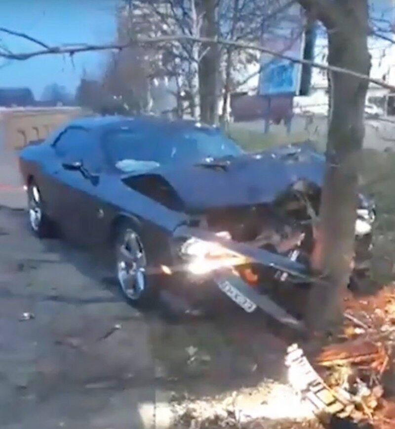 Dodge Challenger rozbity we Wrocławiu