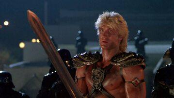 """Dolph Lundgren w roli He-Mana w filmie """"Władcy Wszechświata"""" z 1987 roku"""