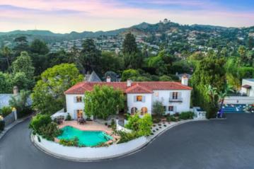 Dom Ashley Benson w Los Feliz w Los Angeles