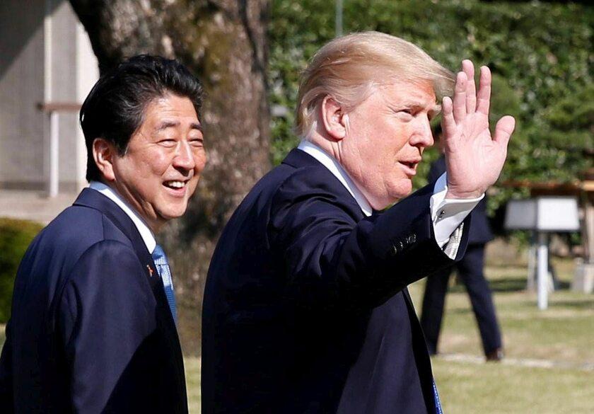 Donald Trump w Tokio z premierem Shinzo Abe