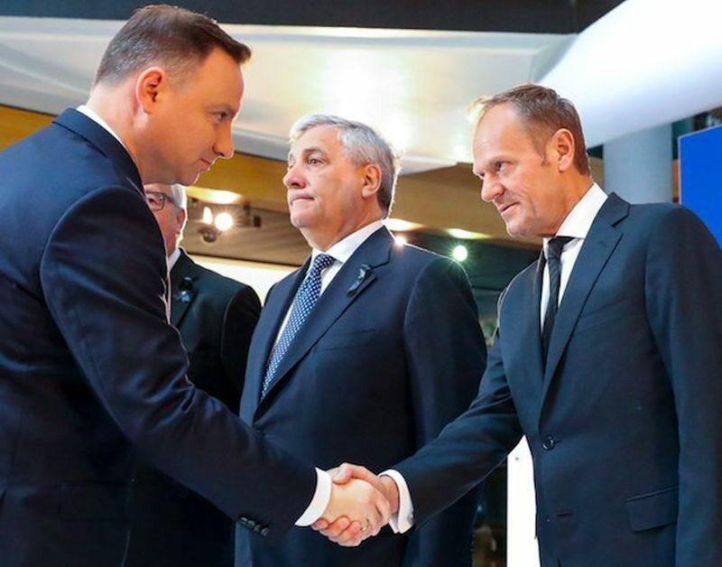 Donald Tusk wita Andrzeja Dudę