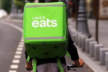 Dostawca Uber Eats